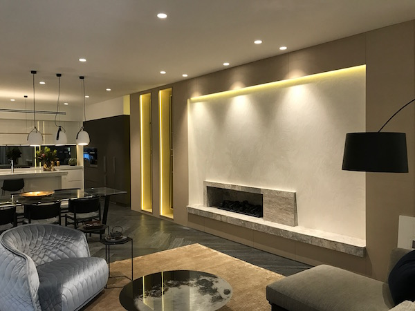 DARING DISPLAY – WHITE VENETIAN PLASTER FEATURE